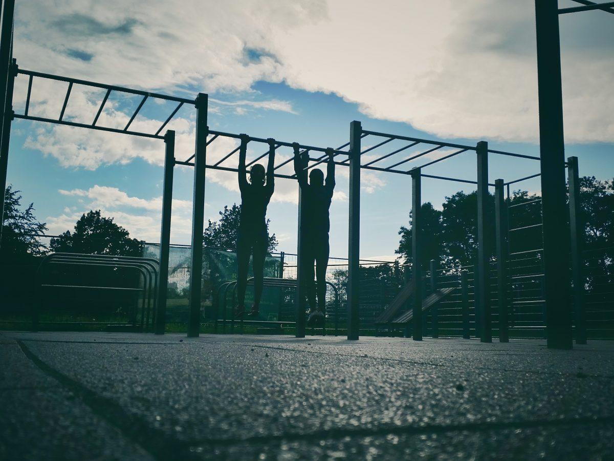 Hochwertige Calisthenics Parks. Individuell aus rostfreiem Edelstahl. Für alle, die fit und gesund bleiben möchten. Für Unternehmen Hochschulen Gemeinden._25 Custom Bars Marc Suerbier Stuhr
